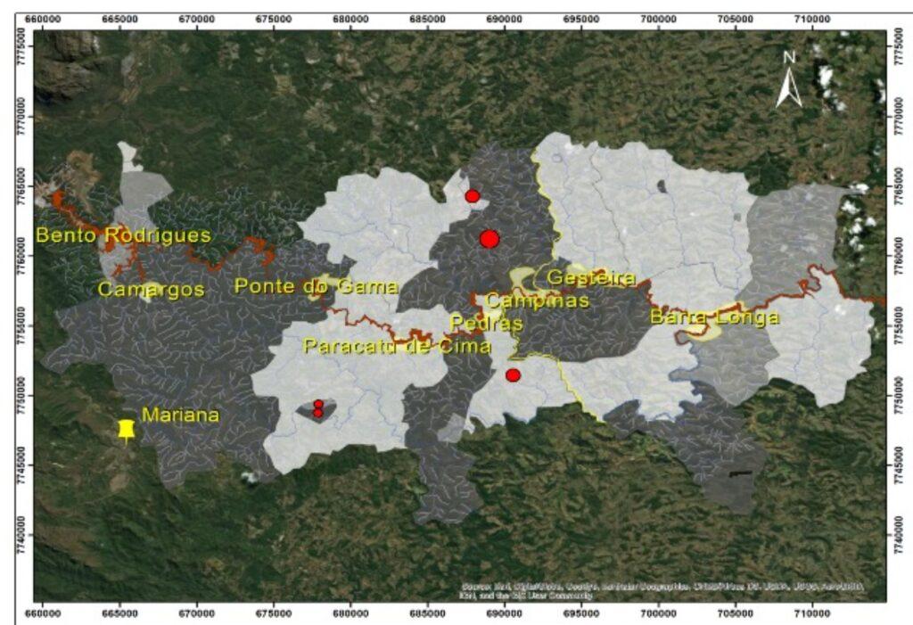 O mapa apresenta uma perspectiva sobre o racismo ambiental da região de Mariana e Barra Longa. Em vermelho vemos a área atingida pelo rompimento da barragem de Fundão e na cor amarelo claro (à direita) vemos o perímetro dos povoados. Cartografia: PEREIRA, D.M., DUTRA,L.F., VITA,L., 2018