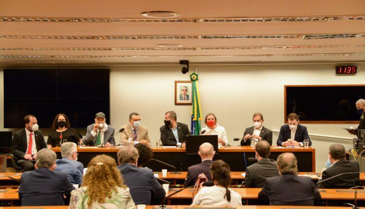 Reunião dos parlamentares e dirigentes de partidos foi realizada em um dos plenários da Câmara [fotografo] Leonardo Hladczuk/ASCOM-LIDMIN[/fotografo]